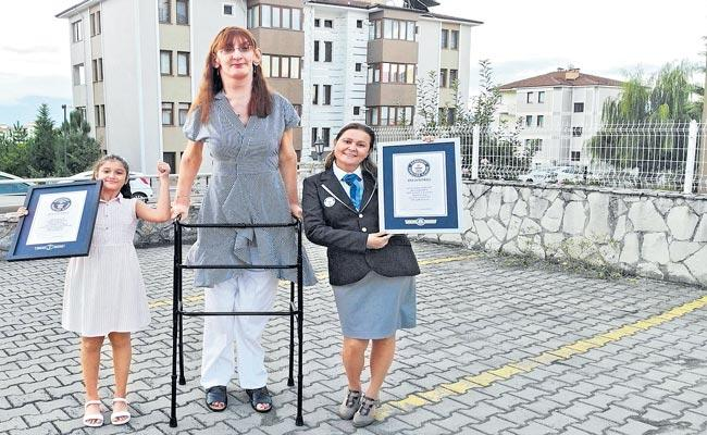 Turkey Rumeysa Gelgi confirmed as tallest woman living - Sakshi