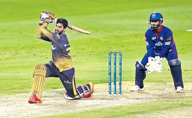 Kolkata beat Delhi to set up a summit clash with Chennai - Sakshi