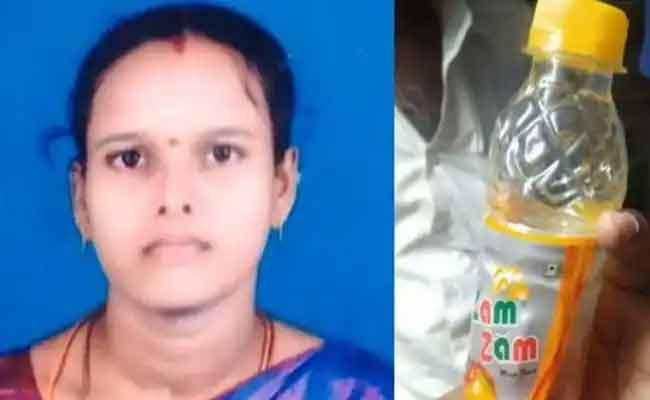 Mother And Daughter Deceased With Poisonous Food - Sakshi