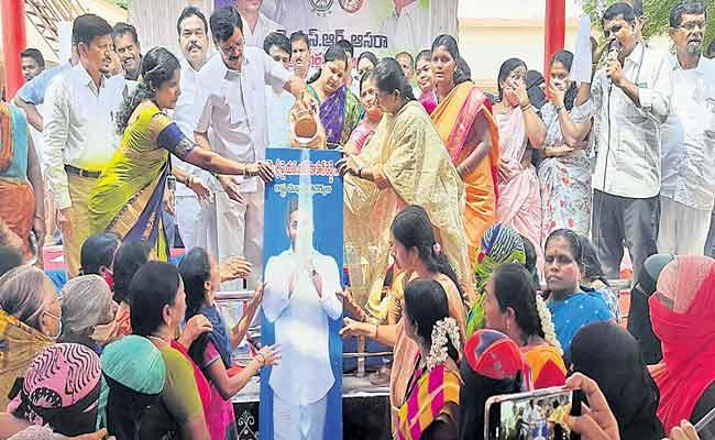 CM YS Jagan Releases YSR Asara Second Phase Funds For Beneficiaries - Sakshi