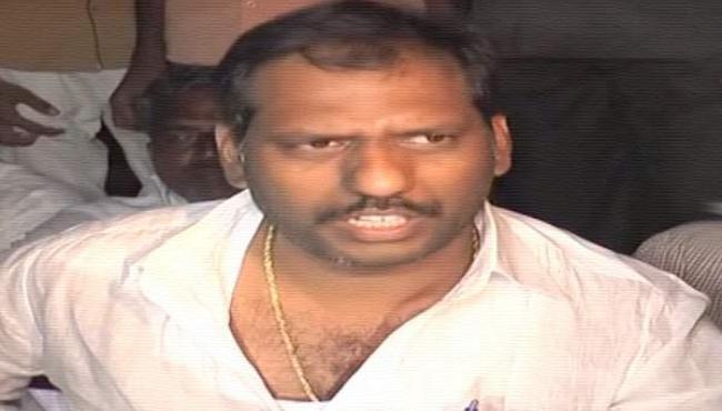 Liquor businessmen left with suicide letter - Sakshi - Sakshi