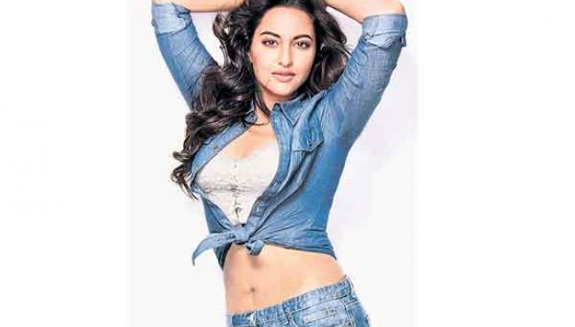 Look effortlessly chic like Sonakshi Sinha this holiday season - Sakshi