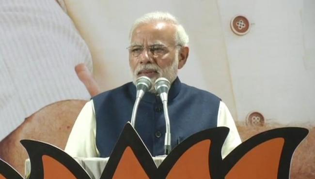 this results gave me double happiness, says Modi on Guj, HP result - Sakshi
