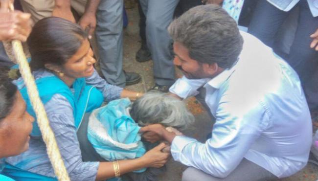 YS Jagan Humanity Prevails on his 38th day of his padayatra - Sakshi